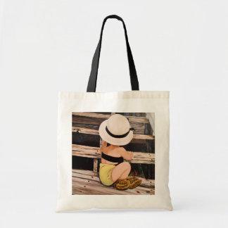 Pintura del chica de la moda con el gorra y los bolsa tela barata