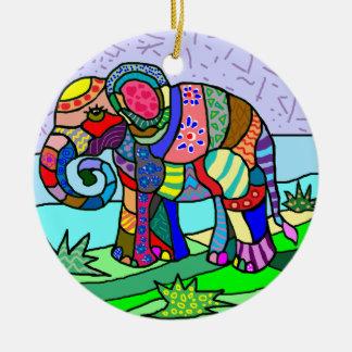 Pintura folcloristic del elefante de los colores adorno de cerámica