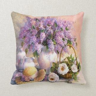 Pintura, lilas y rosas hermosos del vintage cojín decorativo