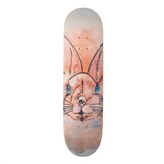 Pintura rosada bonita de la mano del conejo de la tabla de skate