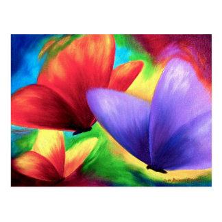 Pinturas coloridas de la mariposa en las postales