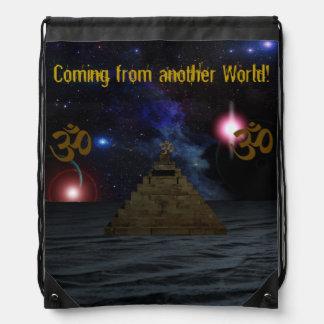 Pirámide del espacio de OM Mochilas