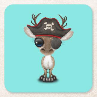 Pirata lindo del reno del bebé posavasos cuadrado de papel
