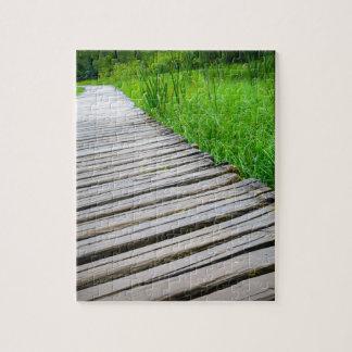 Pista de senderismo de madera del paseo marítimo puzzle