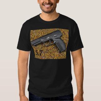 pistola 5,7 camisetas