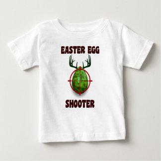 pistola del huevo de Pascua, desgin divertido del Camiseta De Bebé