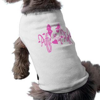 Pittie en rosa ropa de mascota