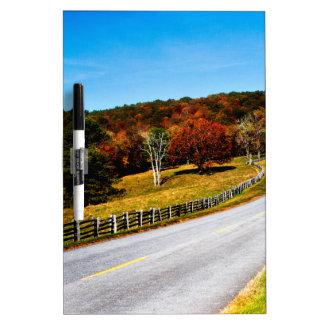 Pizarra Blanca El largo y la carretera con curvas