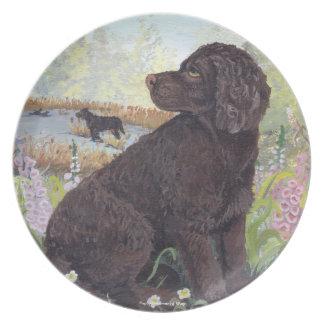 Placa de cena del soñador del perrito del perro de platos