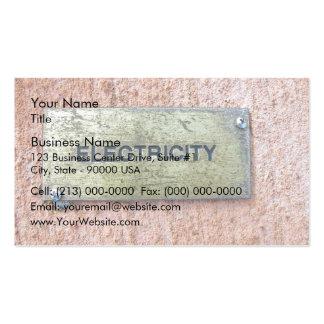 Placa de cobre amarillo en el muro de cemento tarjetas de visita