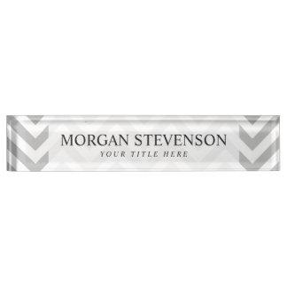 Placa De Nombre El zigzag gris y blanco raya el modelo de Chevron