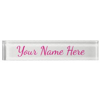 Placa De Nombre Nombre femenino atractivo con Chevron gris sutil