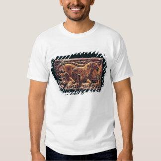 Placa del estilo de Ordos, 3ro-2do siglo A.C. Camisas