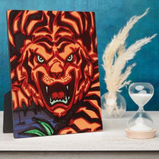 Placa del tigre con el caballete