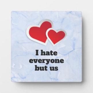 Placa Expositora 2 corazones rojos - odio cada uno pero nos