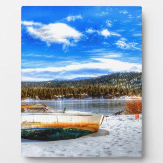 Placa Expositora Barco en nieve en el lago big Bear, California