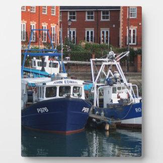 Placa Expositora Barcos de pesca, Portsmouth, Inglaterra