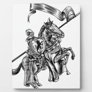 Placa Expositora Caballero medieval en estilo del grabar en madera