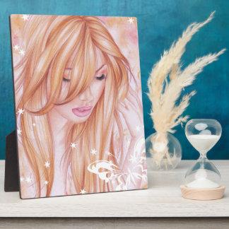 Placa Expositora Cara femenina con adorno de la mariposa