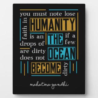 Placa Expositora Cita de Mahatma Gandhi