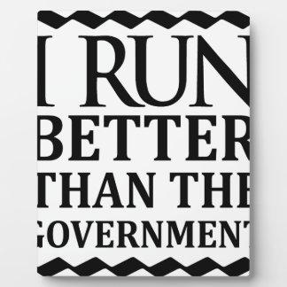 Placa Expositora Corro mejor que el gobierno
