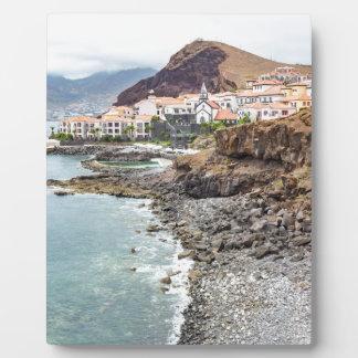Placa Expositora Costa portuguesa con el pueblo de montañas de la