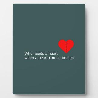 Placa Expositora Cuál es el amor consiguió hacer con él