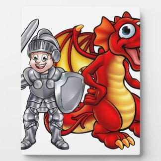 Placa Expositora El dragón del dibujo animado y knight 2017 A3-01