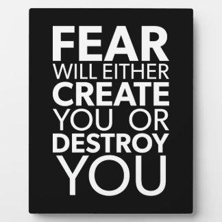Placa Expositora El miedo le creará o destruirá - inspirado