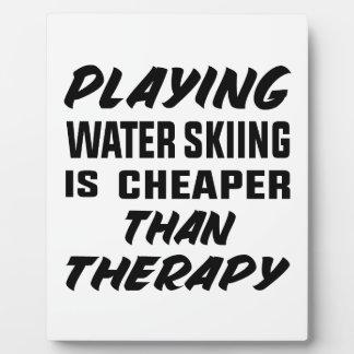 Placa Expositora Jugar el esquí acuático es más barato que terapia
