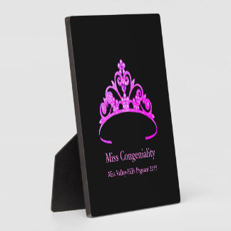 Placa Expositora La corona púrpura de la tiara de Srta. América