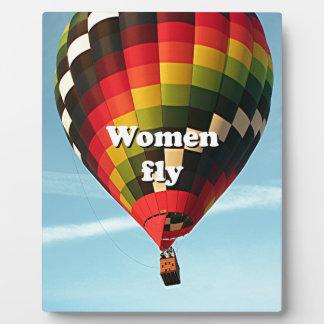 Placa Expositora Las mujeres vuelan: globo del aire caliente