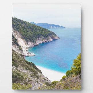 Placa Expositora Montañas y mar en la bahía griega