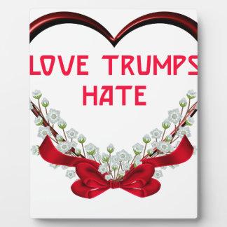 Placa Expositora odio de los triunfos del amor