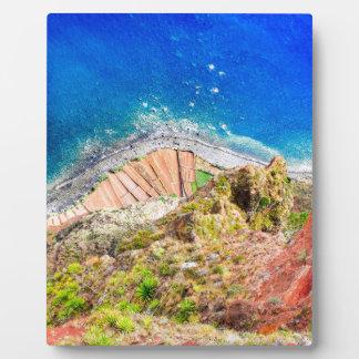 Placa Expositora Paisaje costero colorido hermoso con el mar azul