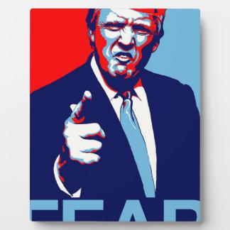 """Placa Expositora Poster 2017 de la parodia del """"miedo"""" de Donald"""