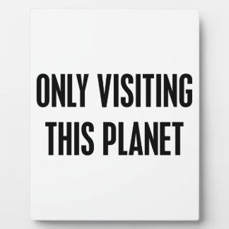 Placa Expositora Solamente visitar este planeta