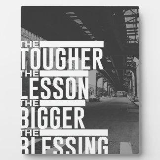 Placa Expositora Una bendición más grande de una lección más dura