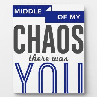 Placa Expositora Usted en el caos