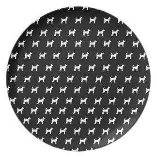 Placa negra con los perros blancos platos de comidas