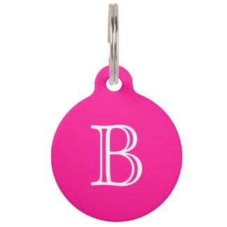 Placa Para Mascotas Nombre blanco de color rosa oscuro de la inicial