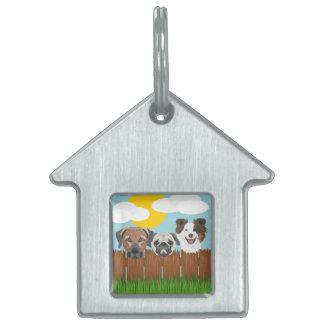 Placa Para Mascotas Perros afortunados del ilustracion en una cerca de