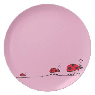 placa rosada de la mariquita plato de comida