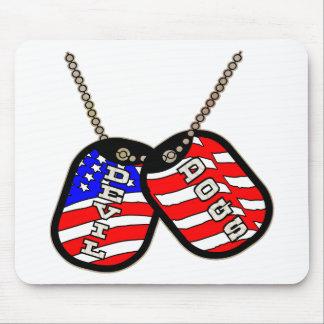 Placas de identificación de la bandera americana d alfombrilla de ratones