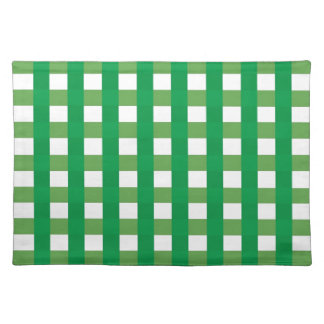 Placemat con los controles verdes y del blanco mantel
