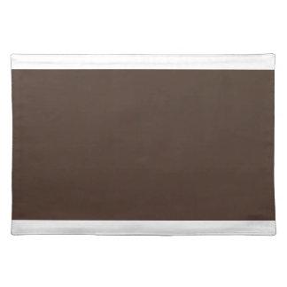 Placemat marrón con los bordes blancos salvamanteles