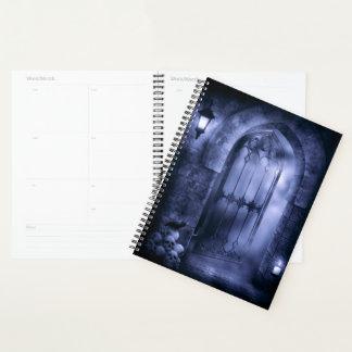 Planificador gótico del espiral de la puerta del