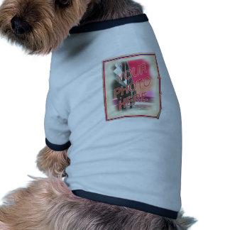 Plantilla antigua del poster de la foto camiseta con mangas para perro