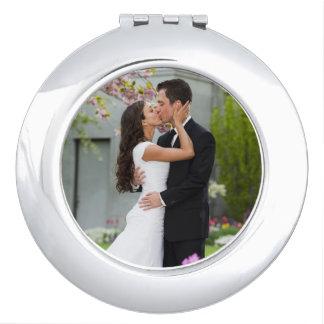 Plantilla del boda o de la foto de los pares espejo compacto