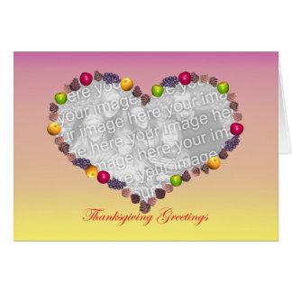 Plantilla del marco del corazón de los saludos de tarjeta de felicitación